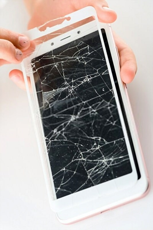REMOVE GLASS SCREEN PROTECTOR BY HAND